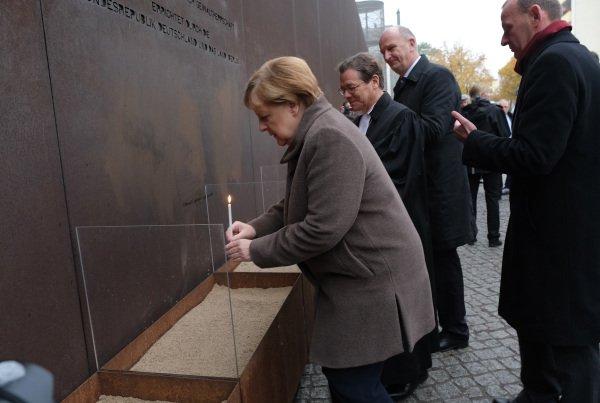 [新聞] 柏林牆倒塌30週年警醒世人:沒有屹立不倒的紅牆